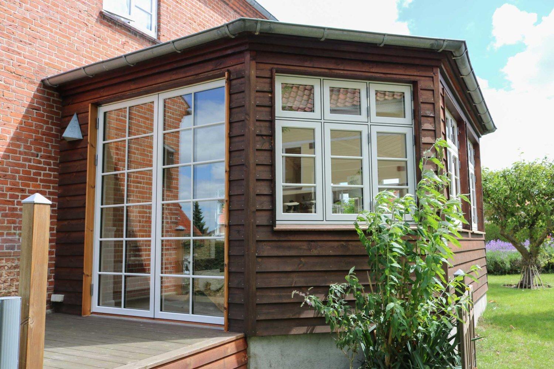 Murermestervilla med karnap og sprossede vinduer | Idealcombi