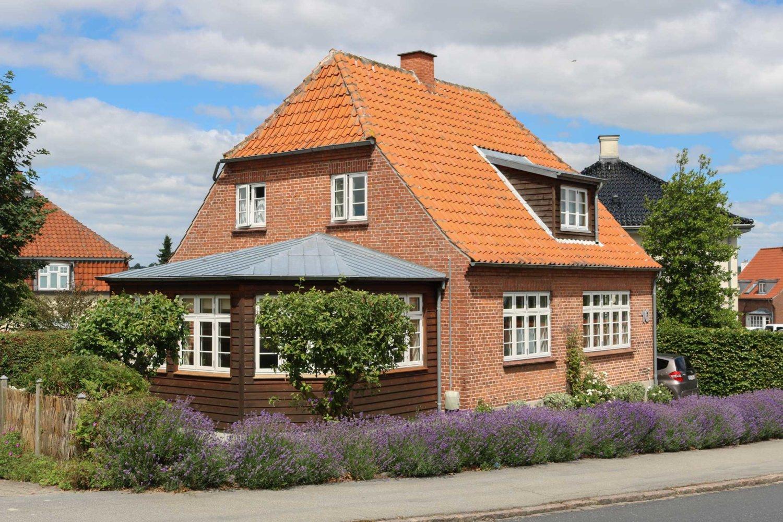 Murermestervilla med karnap og sprossede vinduer   Idealcombi