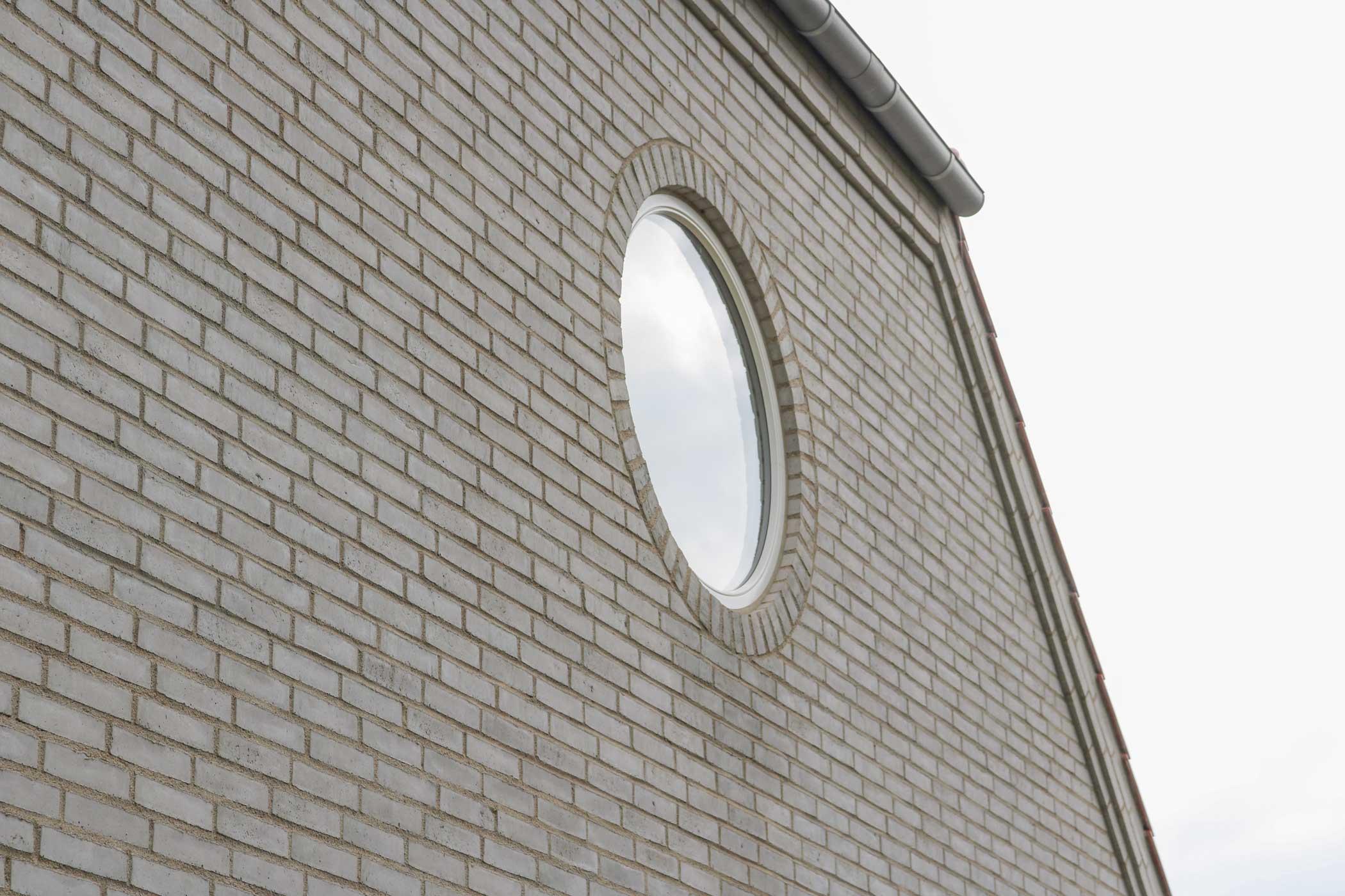 Rundt vindue i gavl