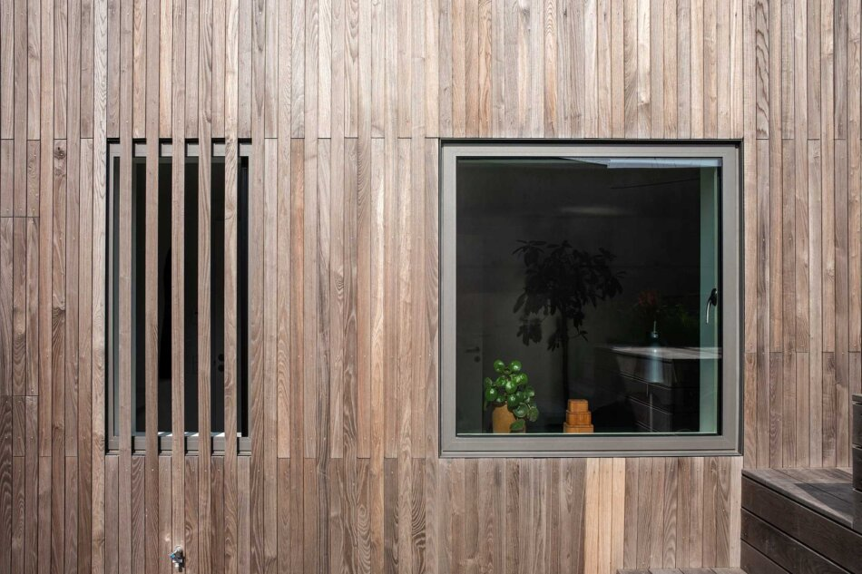 Villa Hyrsting med Futura+i vindue med 53 mm rammer i det indadgående kip/dreje vindue