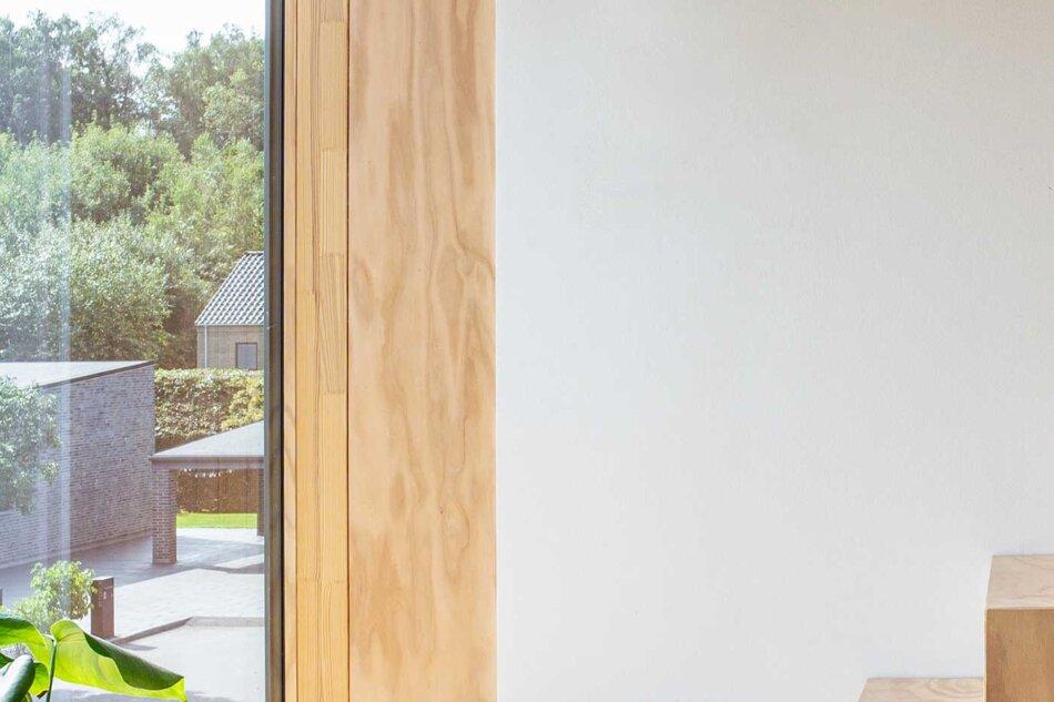 Villa Hyrsting vindue med skjult gardin